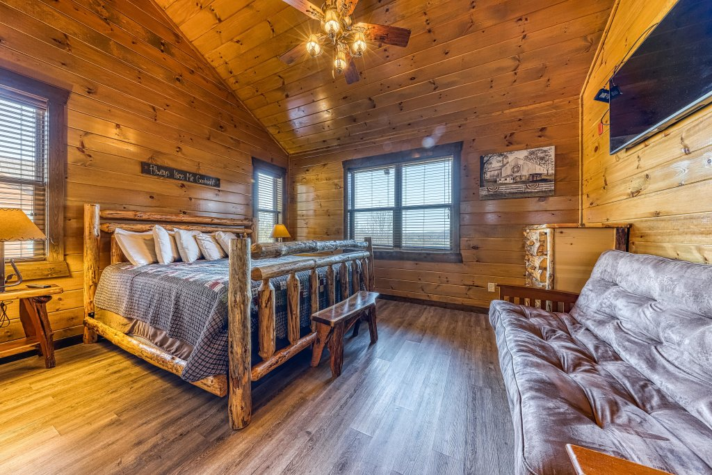 Photo of a Pigeon Forge Cabin named Mountain Splash Lodge - This is the twenty-seventh photo in the set.