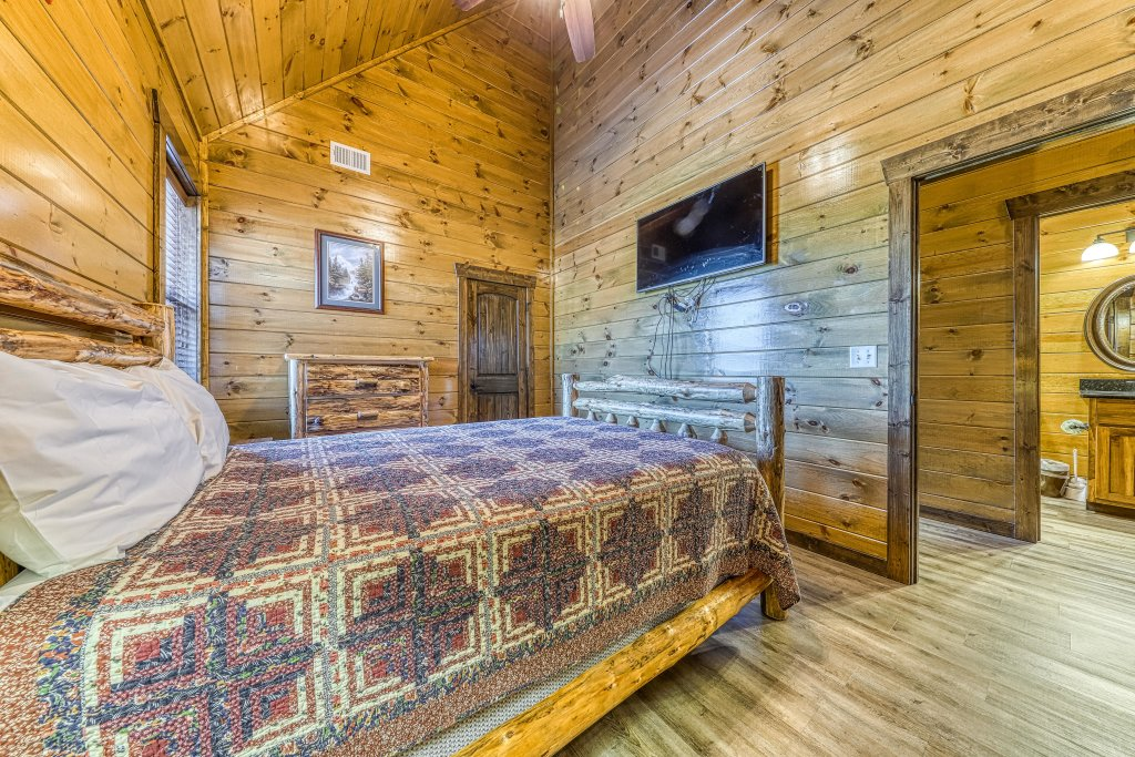 Photo of a Pigeon Forge Cabin named Mountain Splash Lodge - This is the thirty-fifth photo in the set.