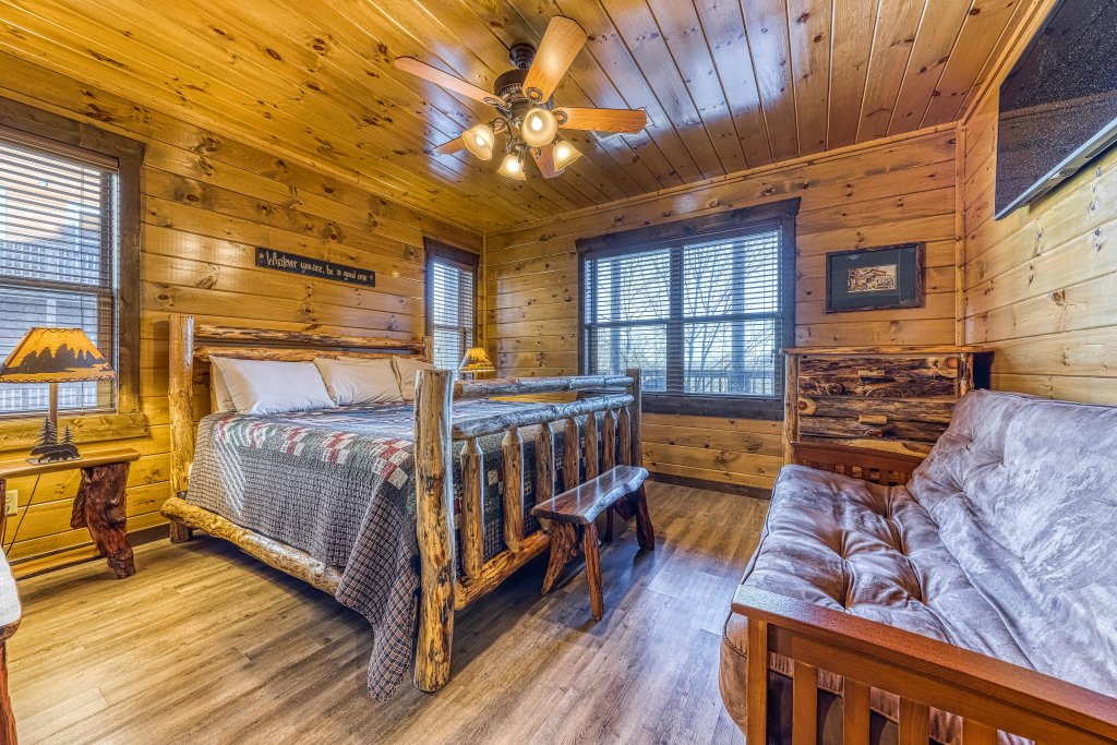 Photo of a Pigeon Forge Cabin named Mountain Splash Lodge - This is the forty-third photo in the set.
