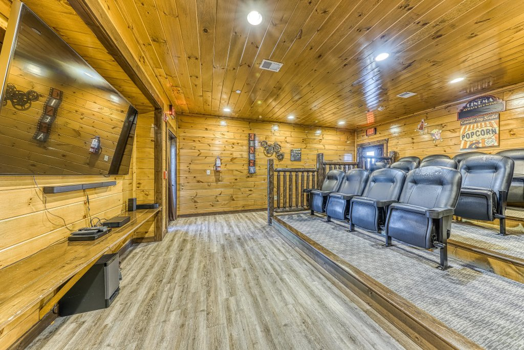 Photo of a Pigeon Forge Cabin named Mountain Splash Lodge - This is the sixteenth photo in the set.