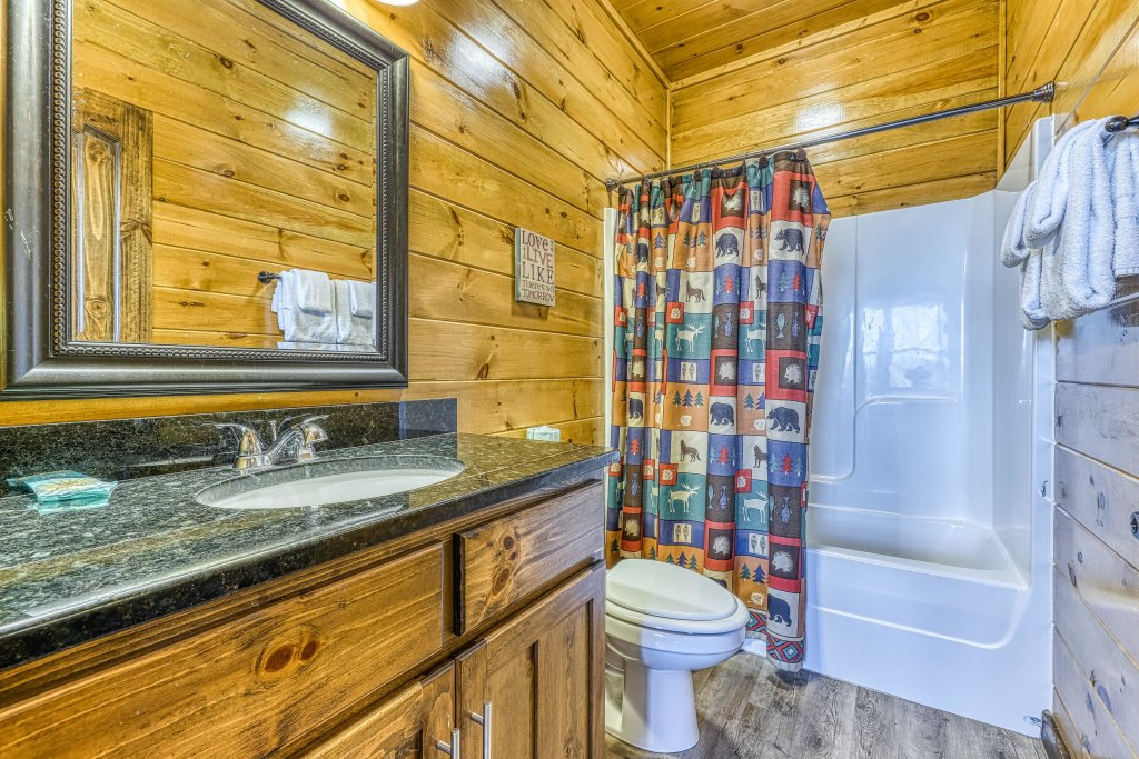 Photo of a Pigeon Forge Cabin named Mountain Splash Lodge - This is the thirty-fourth photo in the set.