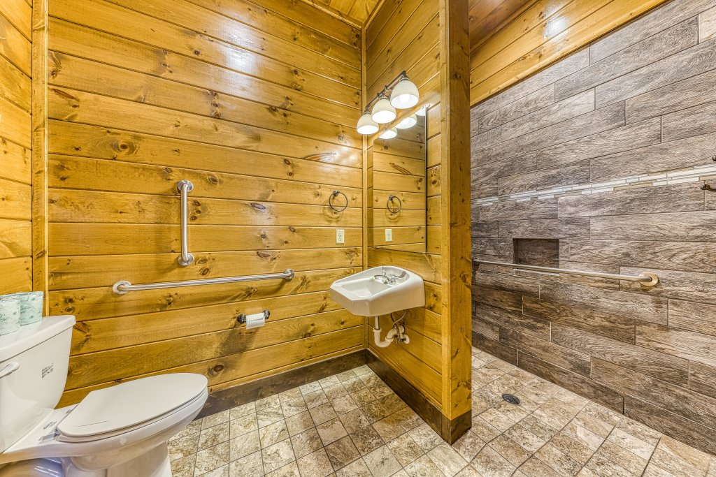 Photo of a Pigeon Forge Cabin named Mountain Splash Lodge - This is the twenty-second photo in the set.