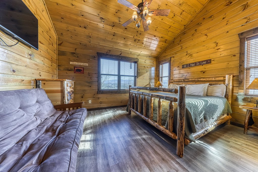Photo of a Pigeon Forge Cabin named Mountain Splash Lodge - This is the thirty-third photo in the set.