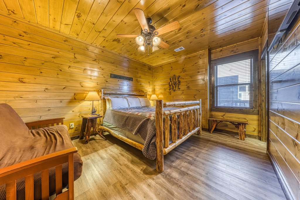 Photo of a Pigeon Forge Cabin named Mountain Splash Lodge - This is the forty-fifth photo in the set.