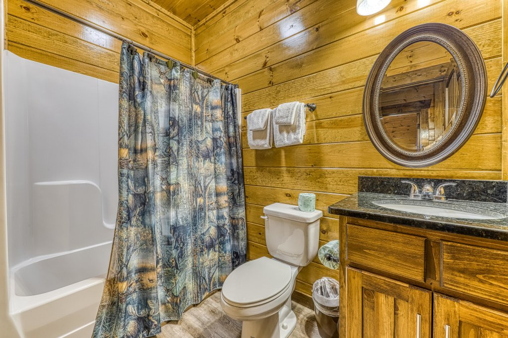 Photo of a Pigeon Forge Cabin named Mountain Splash Lodge - This is the thirty-sixth photo in the set.
