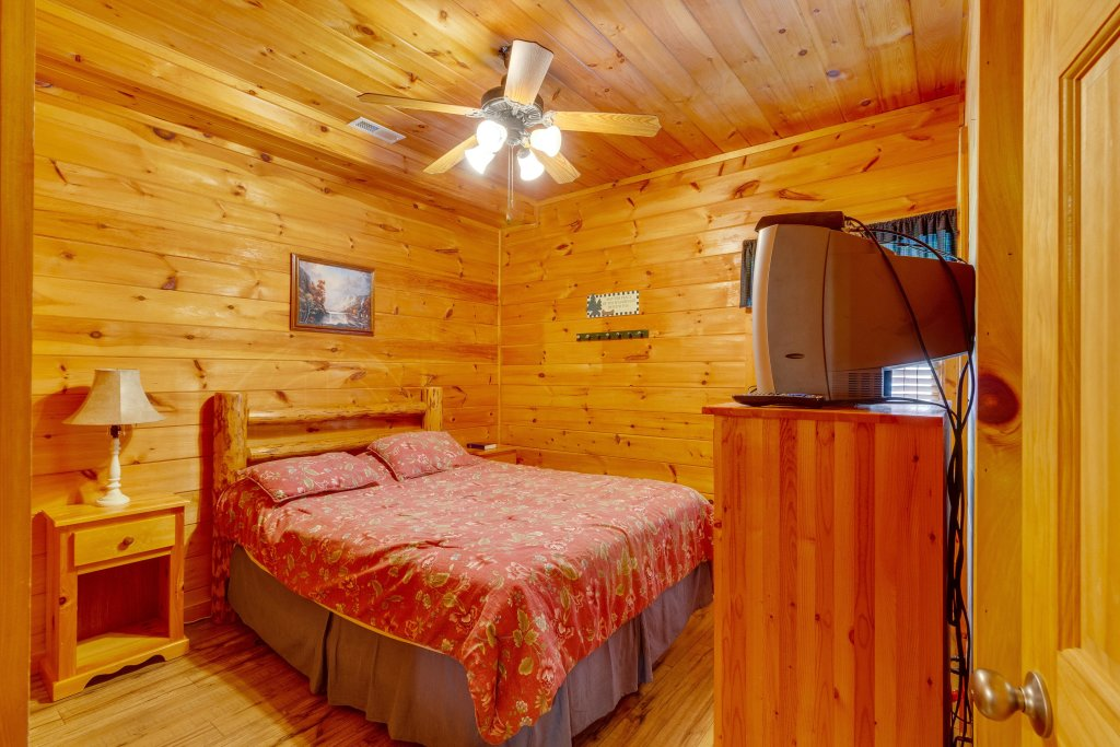 Photo of a Pigeon Forge Cabin named Moose Creek Lodge - This is the eighteenth photo in the set.