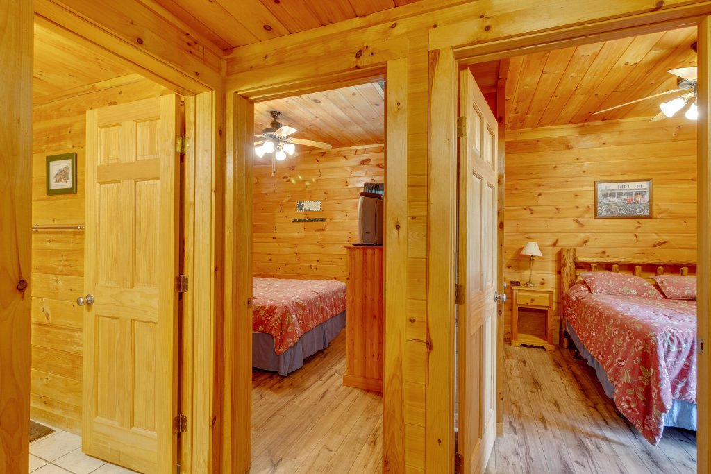 Photo of a Pigeon Forge Cabin named Moose Creek Lodge - This is the twenty-second photo in the set.