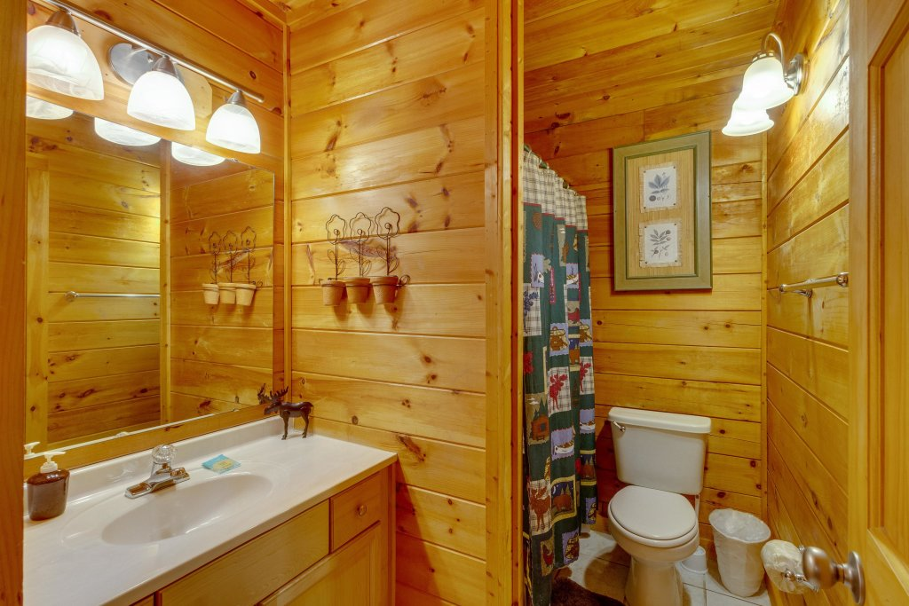Photo of a Pigeon Forge Cabin named Moose Creek Lodge - This is the thirty-first photo in the set.