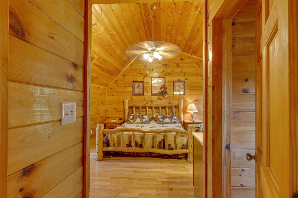 Photo of a Pigeon Forge Cabin named Moose Creek Lodge - This is the thirtieth photo in the set.
