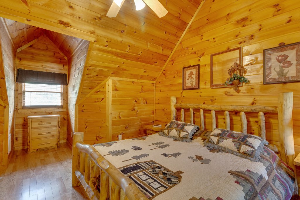 Photo of a Pigeon Forge Cabin named Moose Creek Lodge - This is the twenty-seventh photo in the set.