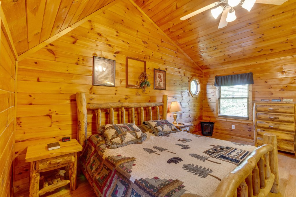 Photo of a Pigeon Forge Cabin named Moose Creek Lodge - This is the twenty-sixth photo in the set.