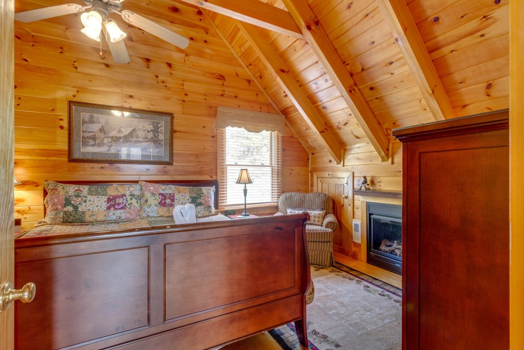Photo of a Pigeon Forge Cabin named Tennessee Dreams - This is the twentieth photo in the set.