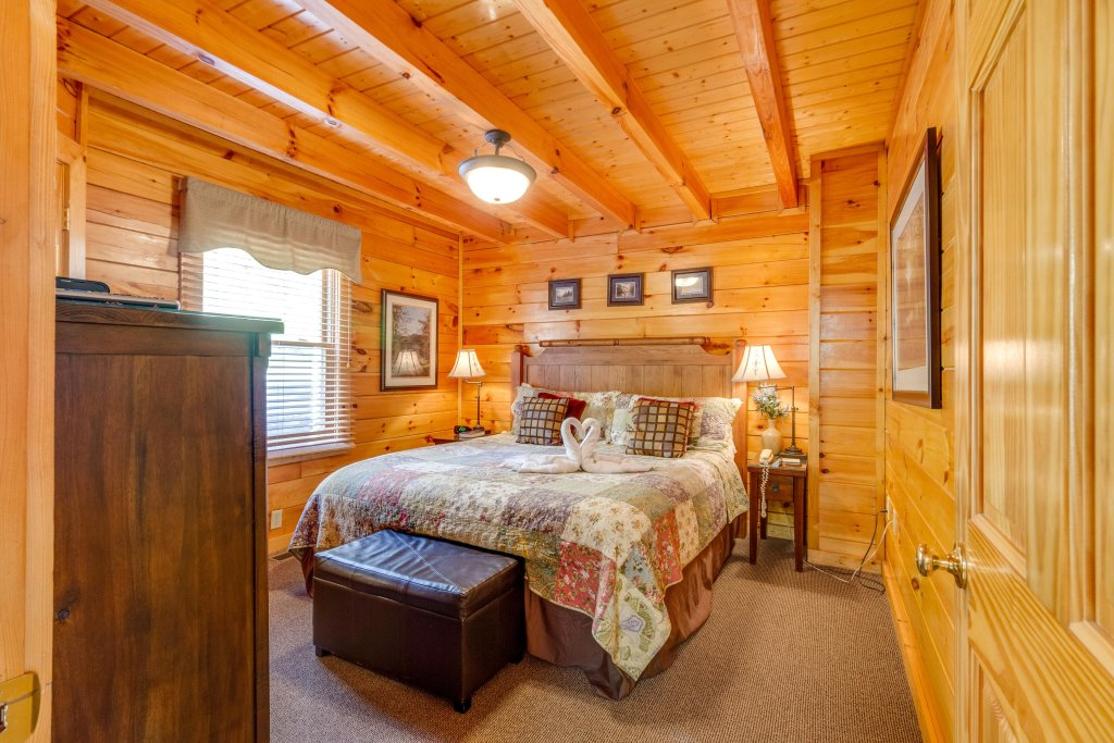 Photo of a Pigeon Forge Cabin named Tennessee Dreams - This is the twenty-fourth photo in the set.