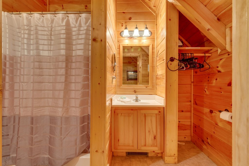 Photo of a Pigeon Forge Cabin named Tennessee Dreams - This is the twenty-fifth photo in the set.