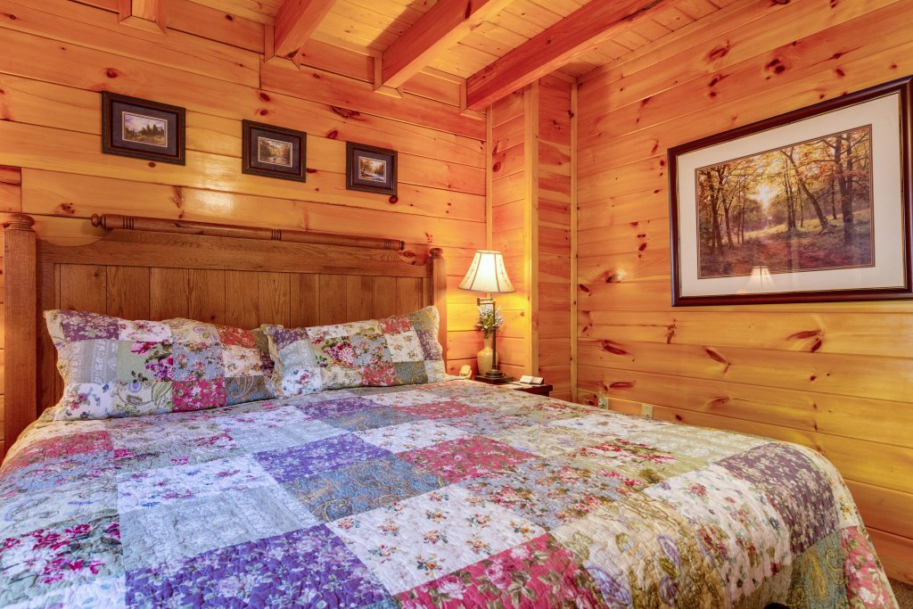Photo of a Pigeon Forge Cabin named Tennessee Dreams - This is the thirty-fourth photo in the set.