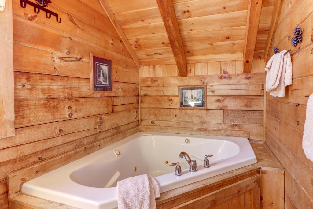 Photo of a Sevierville Cabin named Majestic View #42a - This is the twentieth photo in the set.