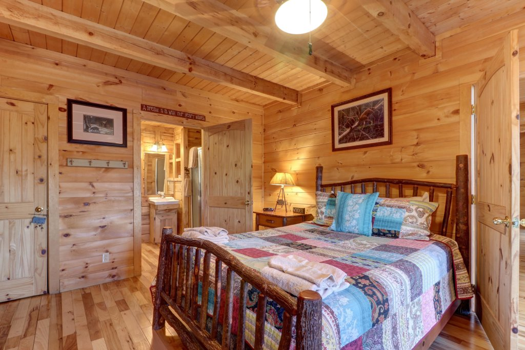 Photo of a Sevierville Cabin named Majestic View #42a - This is the fifteenth photo in the set.