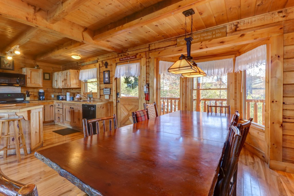Photo of a Sevierville Cabin named Majestic View #42a - This is the ninth photo in the set.
