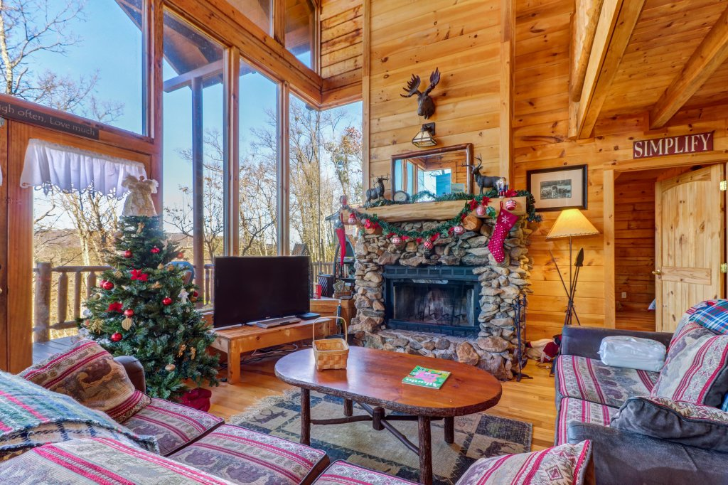 Photo of a Sevierville Cabin named Majestic View #42a - This is the second photo in the set.