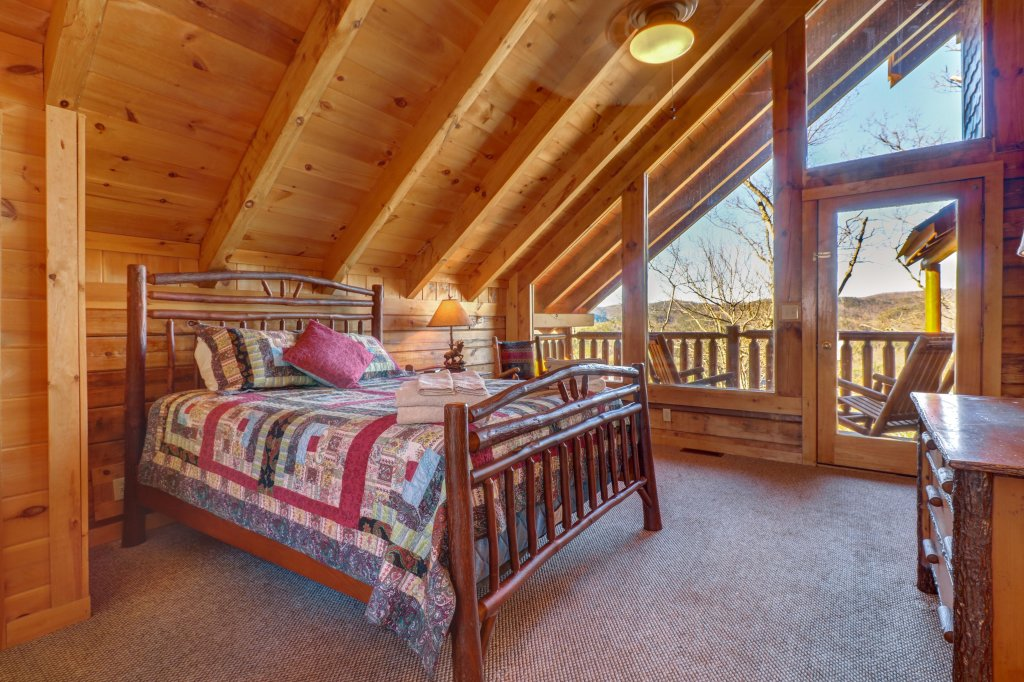 Photo of a Sevierville Cabin named Majestic View #42a - This is the eighteenth photo in the set.