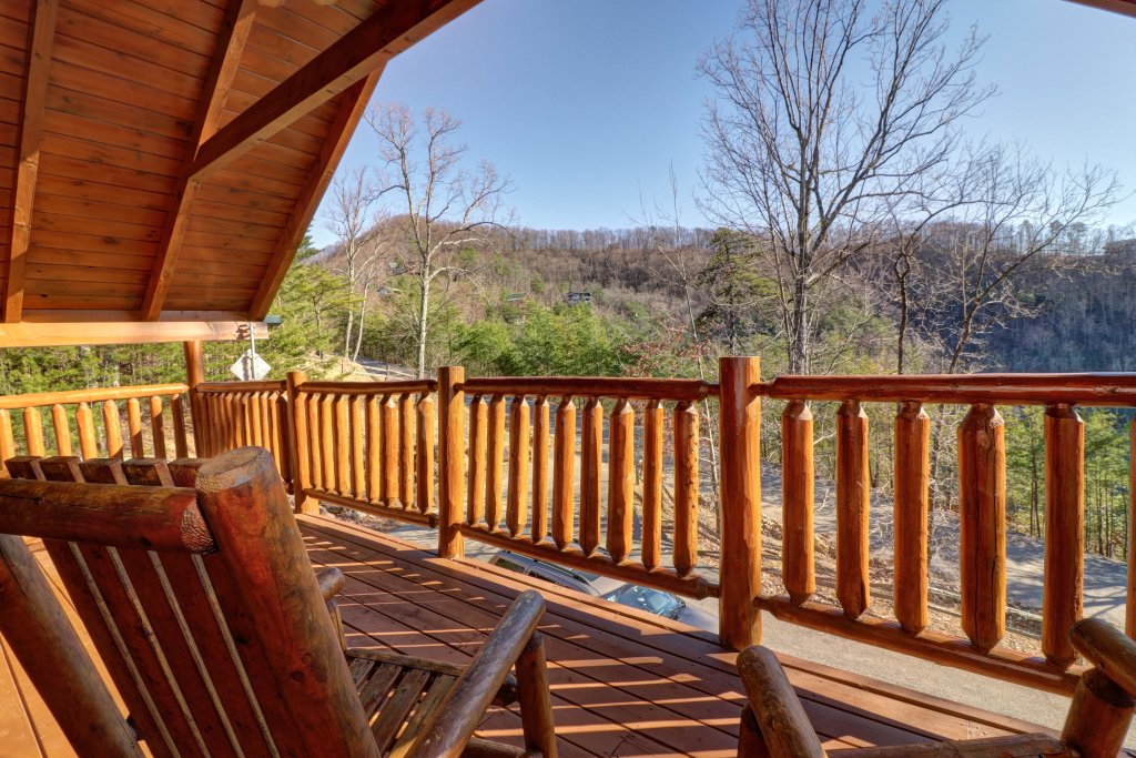 Photo of a Sevierville Cabin named Majestic View #42a - This is the eleventh photo in the set.