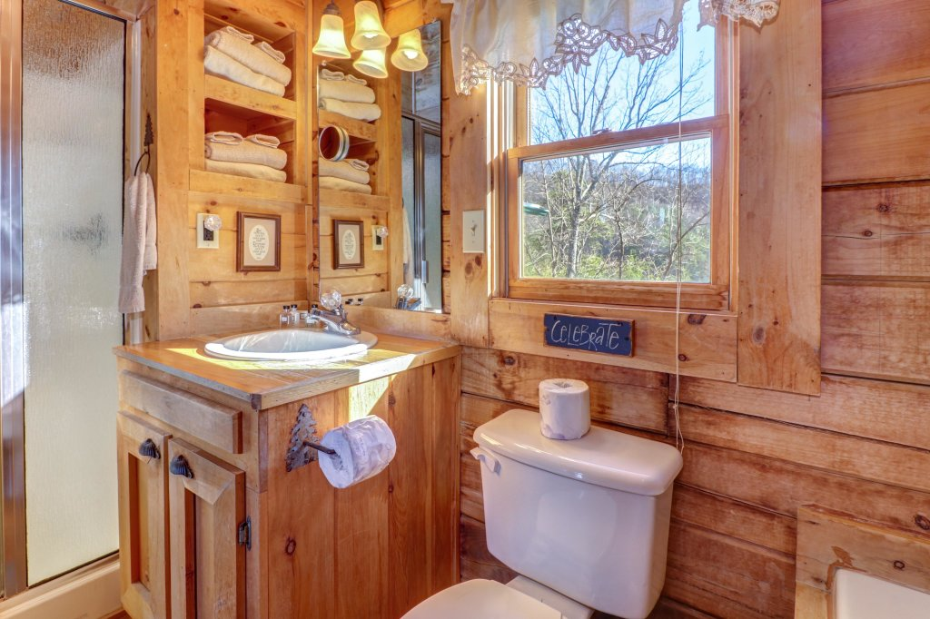 Photo of a Sevierville Cabin named Majestic View #42a - This is the thirty-eighth photo in the set.