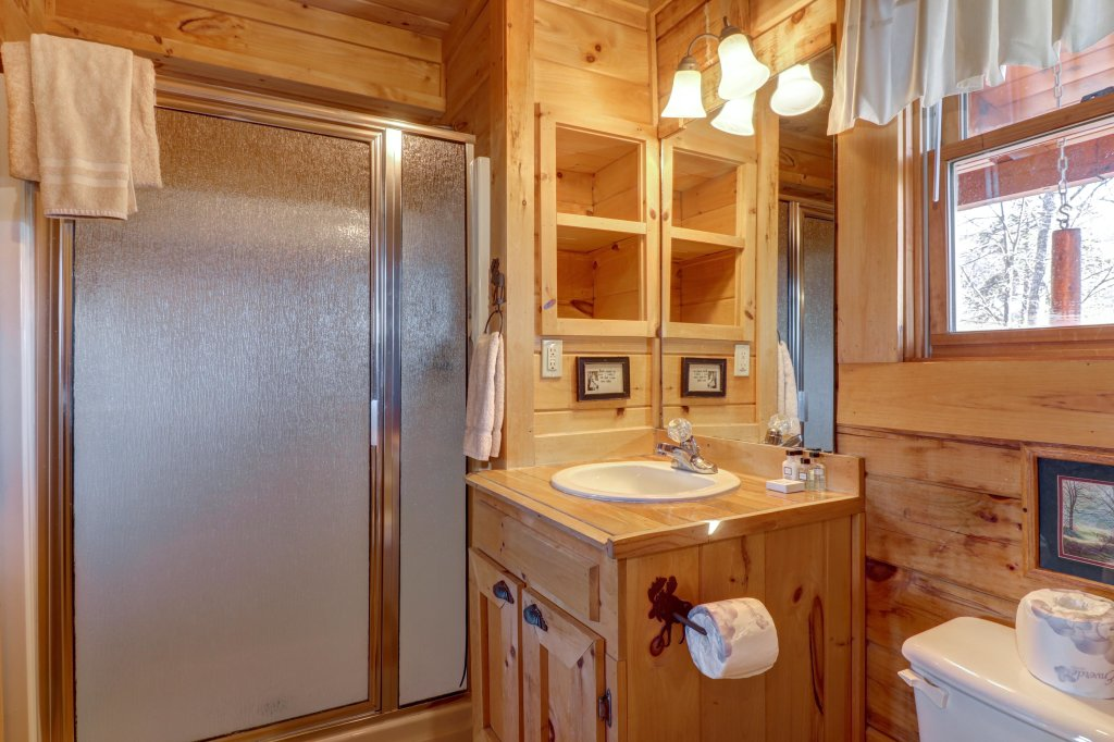 Photo of a Sevierville Cabin named Majestic View #42a - This is the thirty-fourth photo in the set.