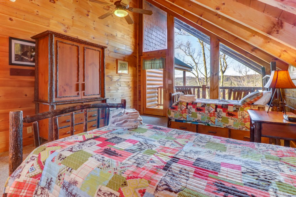 Photo of a Sevierville Cabin named Majestic View #42a - This is the thirty-ninth photo in the set.