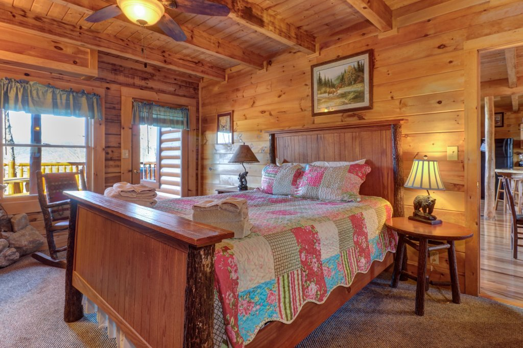 Photo of a Sevierville Cabin named Majestic View #42a - This is the twelfth photo in the set.