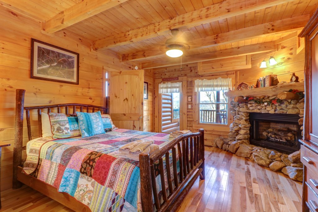 Photo of a Sevierville Cabin named Majestic View #42a - This is the thirty-fifth photo in the set.