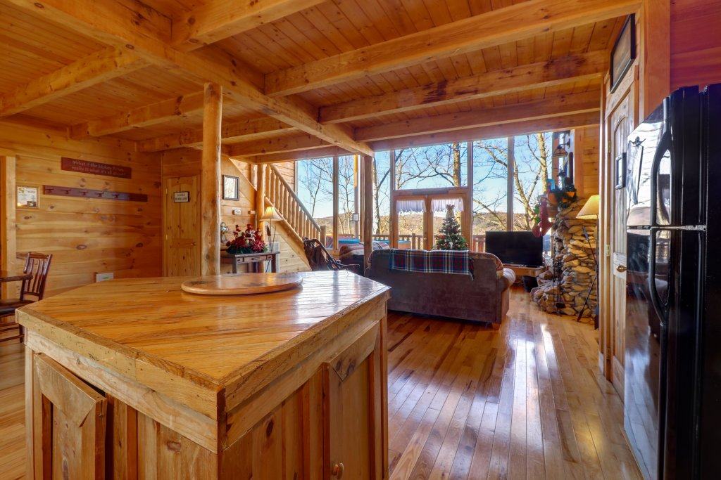 Photo of a Sevierville Cabin named Majestic View #42a - This is the twenty-ninth photo in the set.