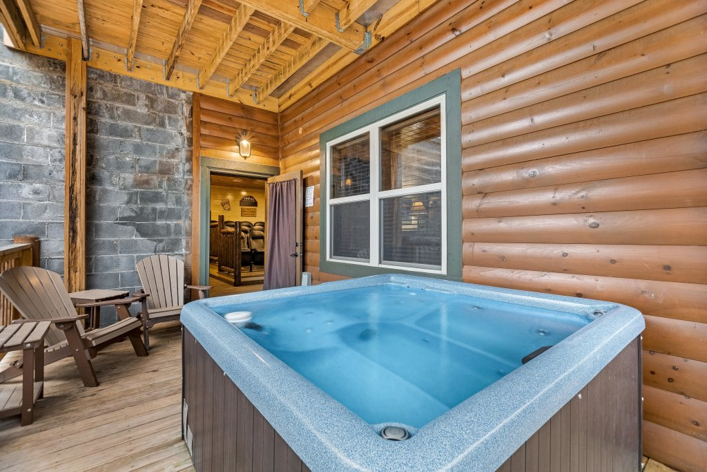 Photo of a Pigeon Forge Cabin named Aqua Dreamin' Retreat - This is the fourth photo in the set.