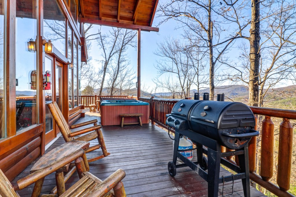 Photo of a Sevierville Cabin named Majestic View #42a - This is the twenty-fifth photo in the set.