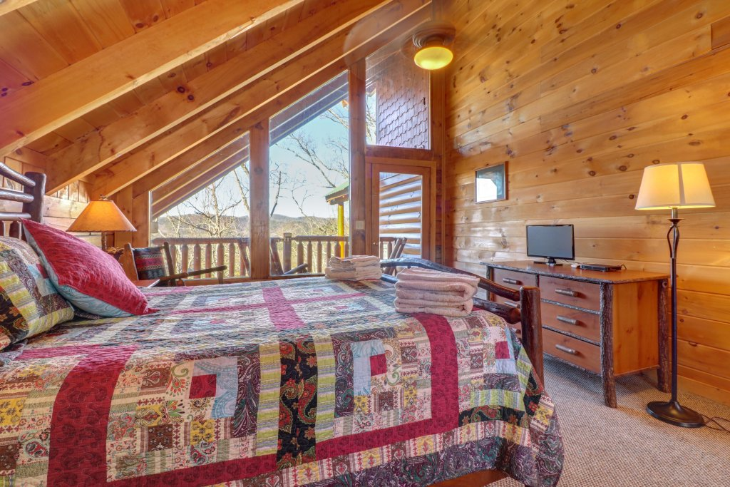 Photo of a Sevierville Cabin named Majestic View #42a - This is the thirty-seventh photo in the set.