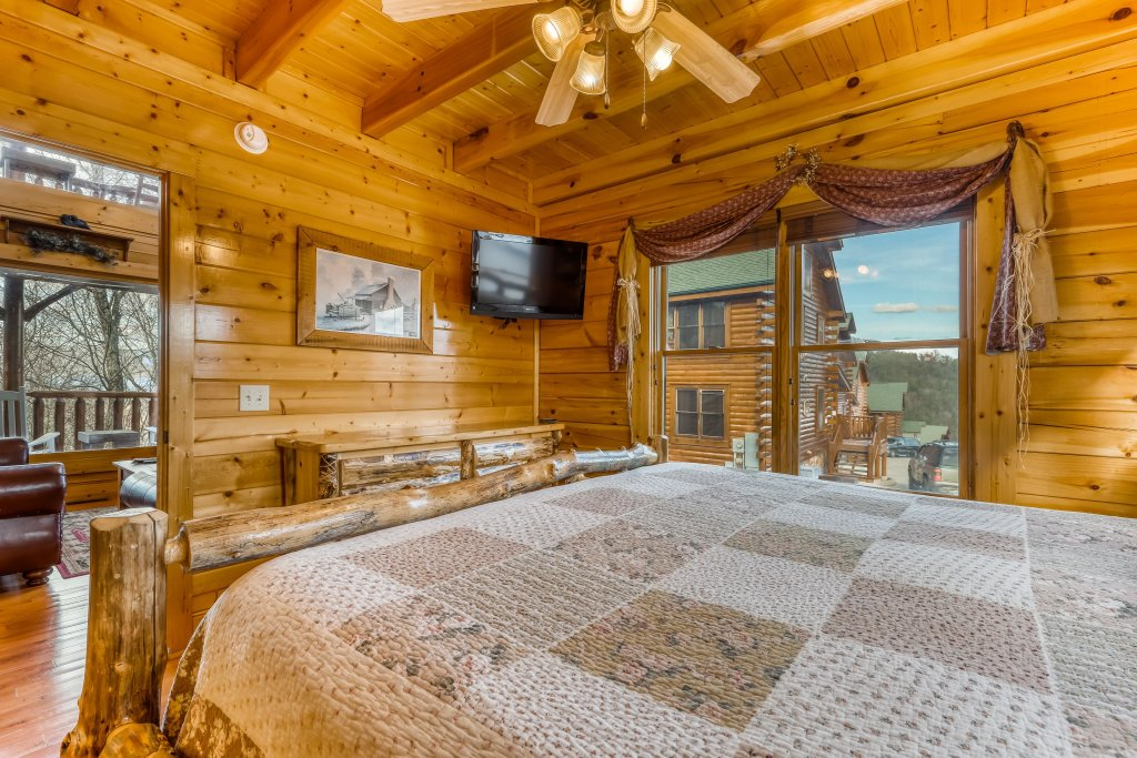 Photo of a Sevierville Cabin named Nature's Paradise - This is the nineteenth photo in the set.