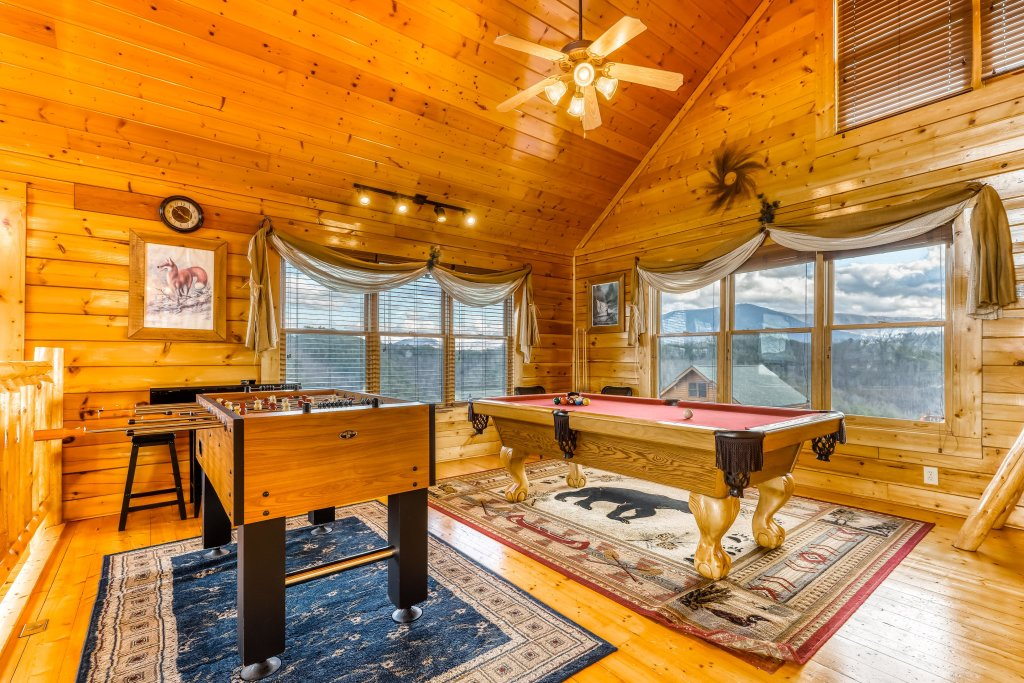 Photo of a Sevierville Cabin named Nature's Paradise - This is the twenty-eighth photo in the set.