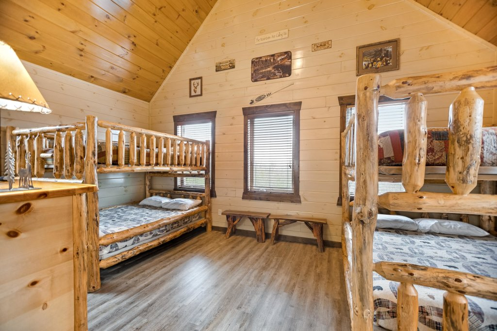 Photo of a Pigeon Forge Cabin named Aqua Dreamin' Retreat - This is the forty-first photo in the set.