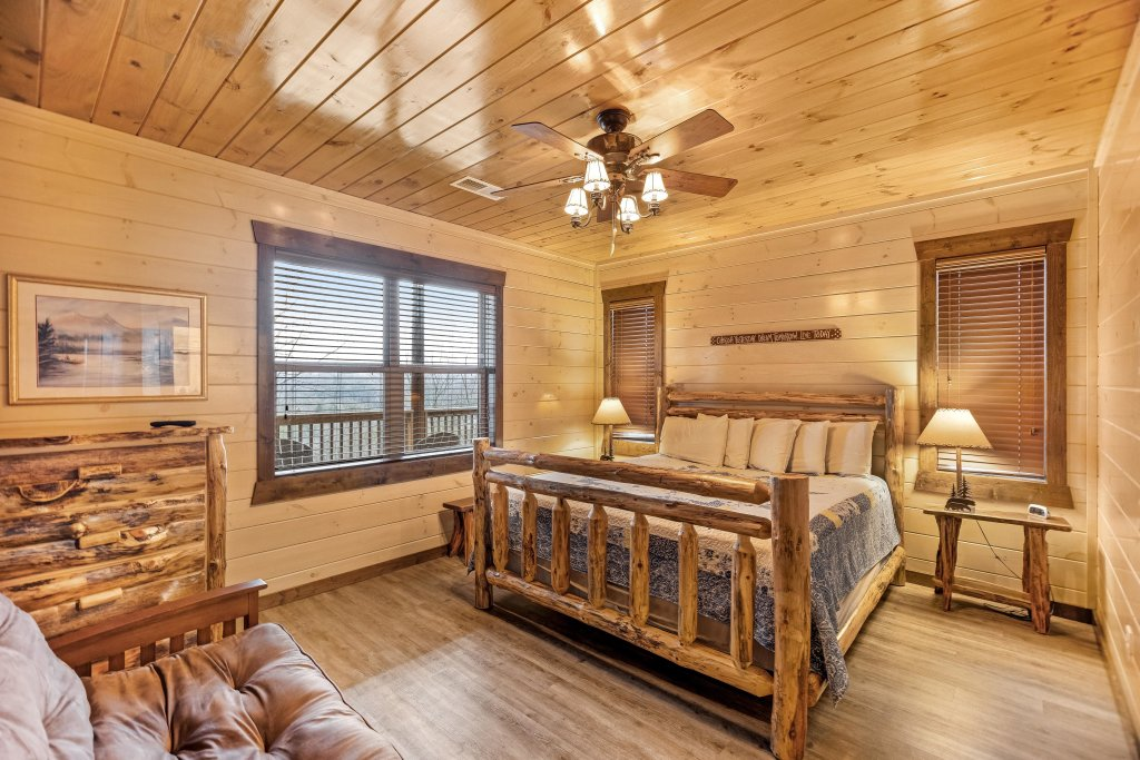 Photo of a Pigeon Forge Cabin named Aqua Dreamin' Retreat - This is the thirty-ninth photo in the set.