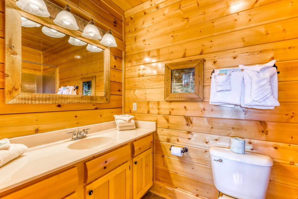 Photo of a Sevierville Cabin named Nature's Paradise - This is the twentieth photo in the set.