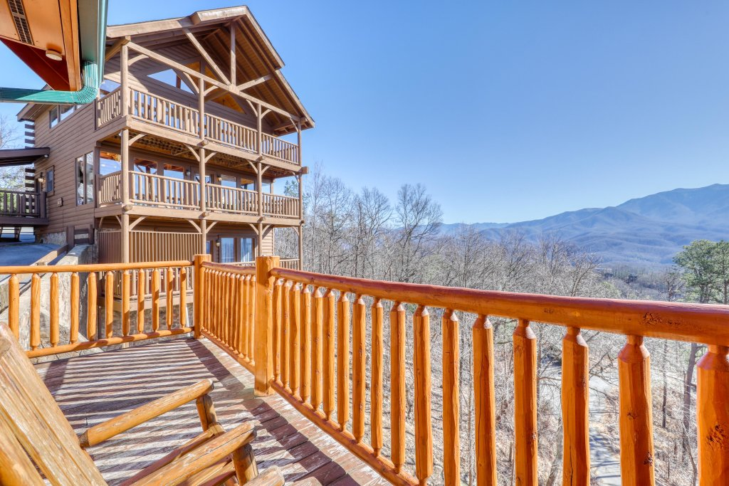 Photo of a Gatlinburg Cabin named Papa Bears Cabin - This is the third photo in the set.