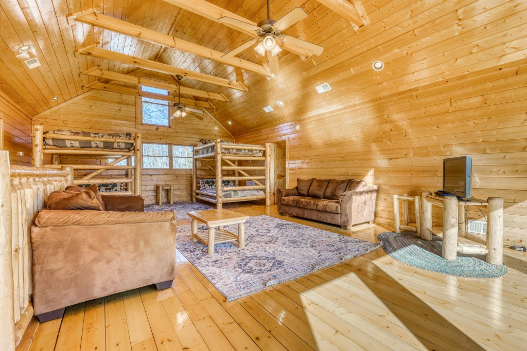 Photo of a Gatlinburg Cabin named Papa Bears Cabin - This is the fifty-second photo in the set.