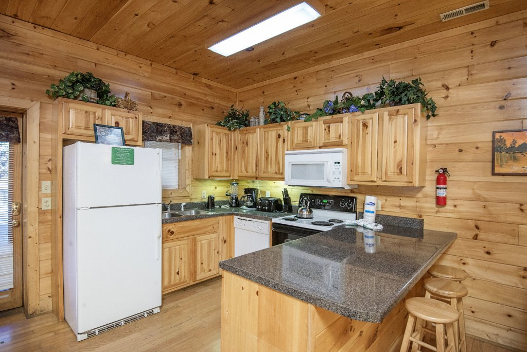 Photo of a Pigeon Forge Cabin named  Locker's Mountain Hideaway - This is the sixth photo in the set.