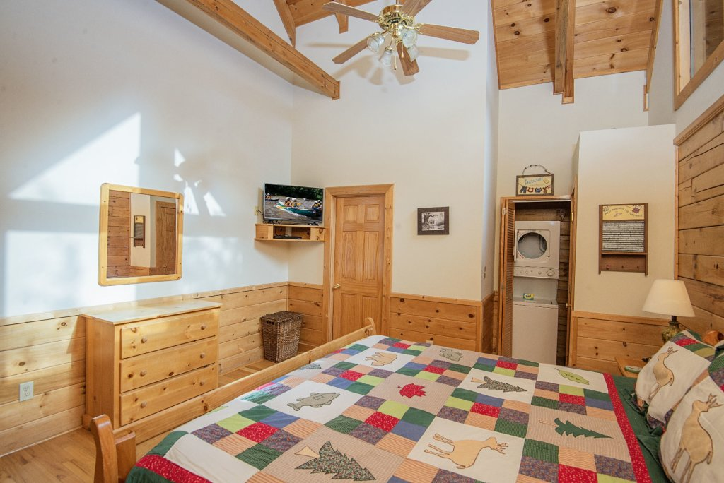 Photo of a Pigeon Forge Cabin named  Locker's Mountain Hideaway - This is the nineteenth photo in the set.