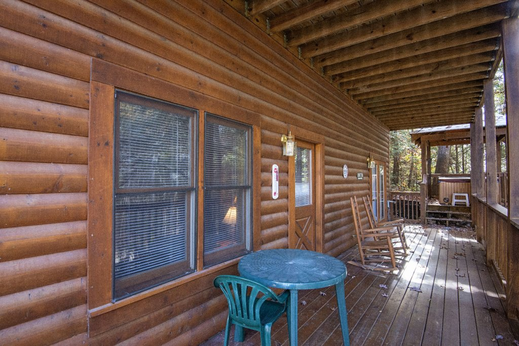 Photo of a Pigeon Forge Cabin named  Locker's Mountain Hideaway - This is the twenty-fourth photo in the set.