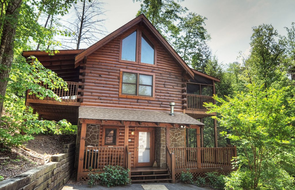 Photo of a Pigeon Forge Cabin named  Locker's Mountain Hideaway - This is the first photo in the set.