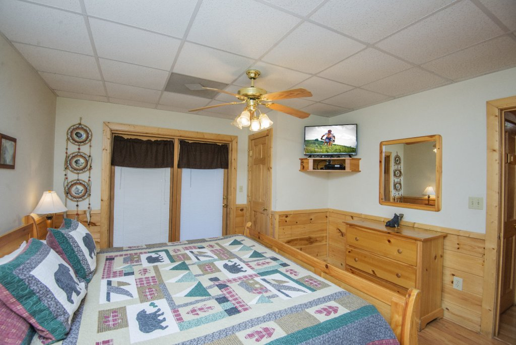 Photo of a Pigeon Forge Cabin named  Locker's Mountain Hideaway - This is the thirteenth photo in the set.