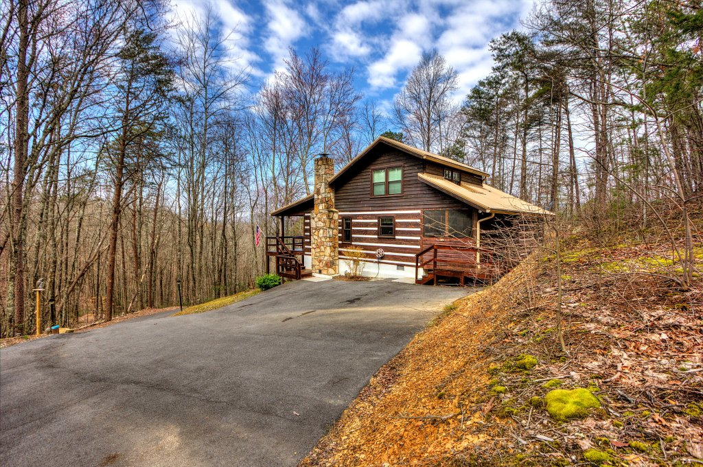 Photo of a Sevierville Cabin named The Clubb House #331 - This is the fourth photo in the set.