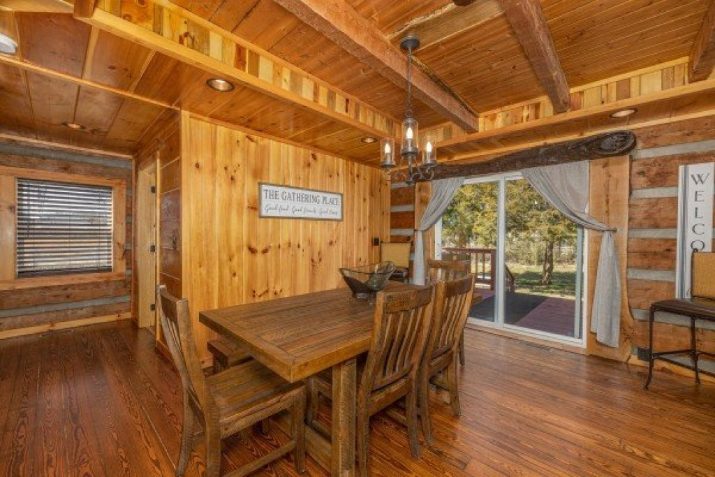 Photo of a Sevierville Cabin named Fox Creek - This is the seventh photo in the set.