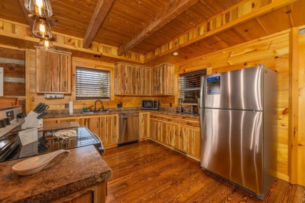 Photo of a Sevierville Cabin named Fox Creek - This is the sixth photo in the set.