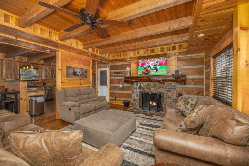 Photo of a Sevierville Cabin named Fox Creek - This is the fourth photo in the set.